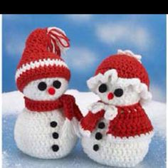 Crochet father and mother xmas Crochet Christmas Decorations, Christmas Crochet Patterns, Holiday Crochet, Christmas Knitting, Crochet Crafts, Crochet Dolls, Yarn Crafts, Crochet Projects, Crochet Santa