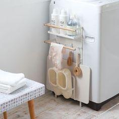 洗濯機横のデッドスペースを有効活用!「洗濯機横マグネット収納ラック トスカ」のご紹介です。マグネットで簡単設置できる、収納ラック。珪藻土バスマット、バスブーツ、洗剤、洗濯ネット、掃除用具など、洗濯機周りの小物を一括収納することができます!ホワイトのスチールと天然木の組み合わせが美しいトスカシリーズのデザインで、ランドリースペースが温かみのある空間になります◎ ■SIZE:約W32×D12.5×H67 ■対応サイズ:幅約28cm以上の洗濯機または洗濯機の側面 #home#tosca#ランドリー#ランドリー収納#洗濯機#洗濯機横収納#ホワイトインテリア#整理整頓#整理収納#暮らし#丁寧な暮らし#シンプルライフ#おうち#収納#シンプル#モダン#便利#おしゃれ #雑貨 #yamazaki #山崎実業