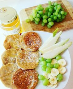 #banana  #breakfast #oatmeal #grapes #banana #chia #breakfast #healthy #diet #nuts #goji #morning #pancakes #pear #honey