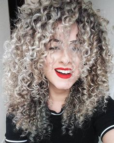 Brunette to blonde ombre curly hair. woman with silvery grey curly hair Blonde Curly Hair, Colored Curly Hair, Short Curly Hair, Curly Hair Styles, Natural Hair Styles, Curly Silver Hair, Super Curly Hair, Blonde Curls, Frizzy Hair