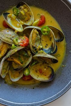 & Green Curry Steamed Clams Cocnut & Green Curry Steamed Clams recipe (to try with mussels?)Cocnut & Green Curry Steamed Clams recipe (to try with mussels? Clam Recipes, Seafood Recipes, Asian Recipes, Cooking Recipes, Healthy Recipes, Ethnic Recipes, Mussel Recipes, Fish Dishes, Seafood Dishes
