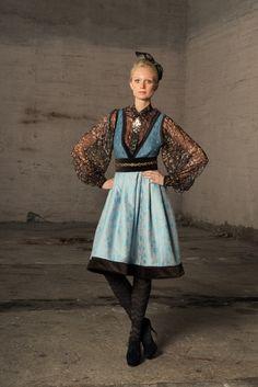 Eva Lie og hennes medarbeidere lager personlig plagg til & Fall Skirts, Mini Skirts, Patterned Tights, Folk Costume, Costumes, Folk Fashion, Skater Girls, Emma Bunton, Spice Girls