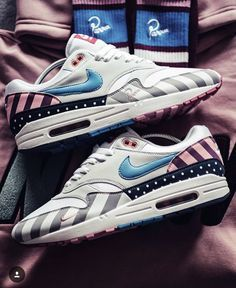 low priced a3c7b d04c1 33 bästa bilderna på Skor i 2019   Flat Shoes, Beautiful shoes och ...