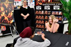 A fan proposing to Willow Shields with a ringpop at the Catching Fire midnight DVD release! ----That's the cutest thing! xD --KittyJustine
