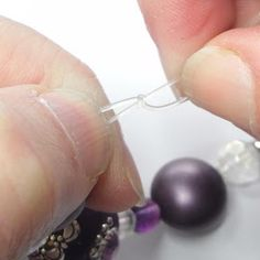 Tighten the knot by pulling the cords in every direction. Making Bracelets With Beads, Diy Bracelets Easy, Bracelet Making, Beaded Bracelets, Pearl Necklaces, Beaded Jewelry, Making Jewelry For Beginners, Jewelry Making Tutorials, Jewellery Making
