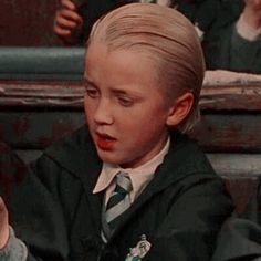 𝖒𝖎𝖔𝖓𝖊 — draco malfoy icons. 𝙡𝙞𝙠𝙚/𝙧𝙚𝙗𝙡𝙤𝙜 𝙞𝙛 𝙪 𝙨𝙖𝙫𝙚 𝙤𝙧 𝙪𝙨𝙚. Draco Harry Potter, Mundo Harry Potter, Harry Potter Icons, Harry Potter Pictures, Harry Potter Characters, Tom Felton, Draco Malfoy Aesthetic, Harry Potter Aesthetic, Hogwarts