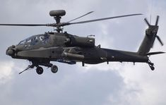 Un Westland WAH-64D Apache Longbow del Ejército Británico.