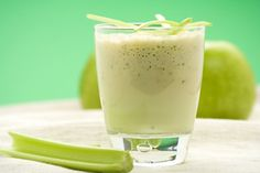 What Ingredients Go Into a Green Smoothie? Detox Diet Recipes, Detox Diet Plan, Healthy Diet Recipes, Detox Tips, Best Green Smoothie, Healthy Green Smoothies, Green Smoothie Recipes, Tea Smoothies, Smoothie Drinks