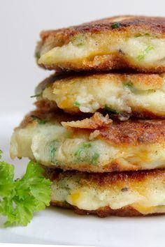 Leftover Mashed Potato Pancakes, Leftover Mashed Potatoes, Cheesy Potatoes, Baked Potatoes, Vegetarian Side Dishes, Vegetarian Recipes, Cooking Recipes, Skillet Recipes, Cooking Gadgets