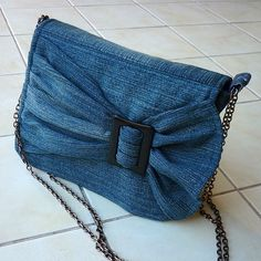 Models of old jeans DIY Bag and Purse Diy Jeans, Jean Diy, Blue Jean Purses, Blog Couture, Denim Ideas, Denim Crafts, Patchwork Bags, Patchwork Quilting, Recycled Denim