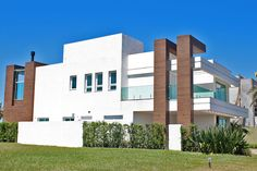 Enseada – Carvalho Construtora Multi Story Building, Contemporary, Architecture, Villas, Houses, Decoration, Pink, House Beautiful, Building Companies