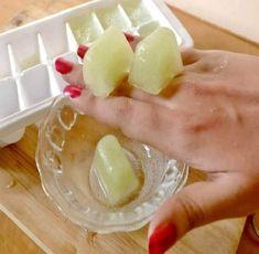 Recientemente nos hemos topado con esta maravillosa receta de cubos de hielo de papa y pepino que remueve las manchas oscuras y estamos enamorados!