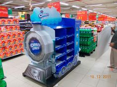 Oreo Train Display by naishadh jhaveri, via Behance Shop Display Stands, Pos Display, Store Displays, Display Design, Retail Displays, Product Display, Point Of Sale, Point Of Purchase, Pallet Display