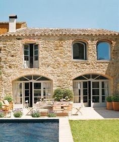 15 magnificent stone houses with incredible charm! magnificent magnifiques maisons en pierre au charme fou magnifiques maisons en pierr… 15 magnificent stone houses with crazy charm! magnificent stone houses with crazy charm! Spanish Interior, Old Stone Houses, Mediterranean Homes, Tuscan Homes, Mediterranean Architecture, Facade House, House Facades, Stone House Exteriors, French Country House