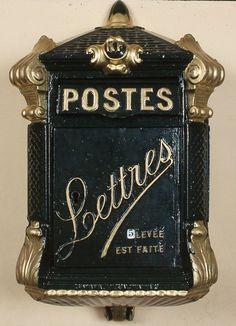 Boîte aux lettre Delachanal dite Mougeotte vers 1899 © L'Adresse Musée de La Poste / La Poste, DR