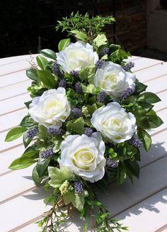 Christmas Arrangements, Floral Arrangements, Funeral Flowers, Ikebana, Beautiful Roses, Decoration, Altar, Centerpieces, Floral Wreath