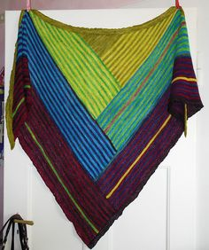 Ravelry: Project Gallery for Derecho pattern by Laura Aylor. Love this color combination.