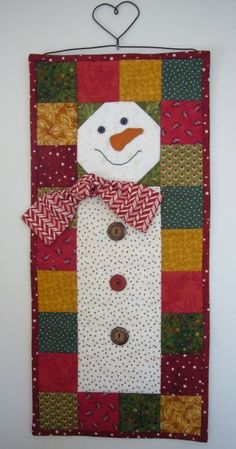 I made this little snowman wallhanging for my sister as a Sinter Klaas gift. It's a Terry Morberg pattern - cute, easy and fun! We ce. Small Quilts, Mini Quilts, Christmas Projects, Holiday Crafts, Christmas Trees, Diy Christmas, Sewing Crafts, Fabric Crafts, Snowman Quilt