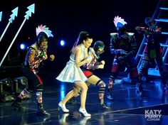 The O2 Arena in London, England - 05.30 [HQ] - 14350873771 67f87ce993 o - Katy Perry Brasil Photo Gallery