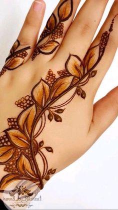 Henna Tattoo Designs Simple, Floral Henna Designs, Back Hand Mehndi Designs, Latest Bridal Mehndi Designs, Stylish Mehndi Designs, Mehndi Designs For Beginners, Mehndi Design Photos, Wedding Mehndi Designs, Mehndi Designs For Fingers