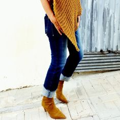 Auttumn knit poncho. Alpaca and merino mustard wool trends.