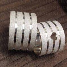 Alianca De Namoro Em Prata Cardiograma. Estojo De Luxo - R$ 125,99 em Mercado Livre Engagement Rings Couple, Wedding Engagement, Diamond Engagement Rings, Wedding Rings, Beautiful Rings, Bff, Gold Jewelry, Piercing, Gold Rings