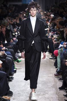 Comme des Garçons Fall 2013 Ready-to-Wear Fashion Show