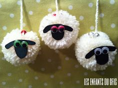 the kids of the gfic: 3 little white sheep . Eid Crafts, Yarn Crafts, Easter Crafts, Diy And Crafts, Christmas Crafts, Crafts For Kids, Arts And Crafts, Pom Pom Animals, Sheep Crafts