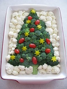 Merry Christmas Happy New Year Christmas Tree and Santa Claus Cake - DİY Creative Cooking Veggie Christmas, Christmas Cheese, Christmas Tree And Santa, Christmas Party Food, Christmas Cooking, Christmas Goodies, Merry Christmas, Veggie Platters, Party Platters