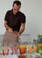 Auf Ihrer eigenen Party mixt unser professioneller Barkeeper Ihre Cocktail-Favoriten