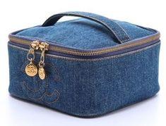 Denim Handbags, Denim Tote Bags, Leather Bag Tutorial, Jean Purses, Popular Handbags, Denim Crafts, Recycled Denim, Bag Patterns To Sew, Vintage Chanel