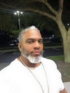Oh my God, this man is gorgeous!the beard speaks volumes! Fine Black Men, Gorgeous Black Men, Handsome Black Men, Beautiful Men, Fine Men, Beautiful People, Dark Man, Black Men Beards, Beard Game