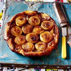 Make onions stand out with this simple, tasty but impressive tart – the onions are cooked for a long time so they're tender and sweet Savory Pastry, Savoury Baking, Savoury Tarts, Tart Recipes, Cooking Recipes, Free Recipes, Onion Recipes, Brunch, Caramelized Onions