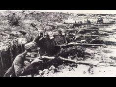 1000 canhões de pesado calibre bombardeiam, por dias seguidos impiedosamente as tropas francesas, até os mais duros veteranos enlouquecem com o rugido das ex...