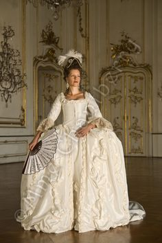 Recreation of 1770 dress, original in V&A Museum, maybe wedding dress. 17th Century Clothing, 18th Century Dress, 18th Century Costume, 18th Century Fashion, Historical Costume, Historical Clothing, Rococo, European Costumes, Dress Cake