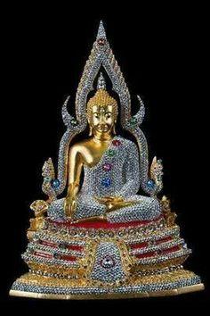 . Golden Buddha Statue, Thai Buddha Statue, Theravada Buddhism, Buddhist Traditions, Buddhist Philosophy, Guanyin, Buddhist Art, Ocean Art, Sculpture Art