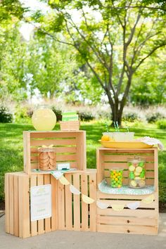 This is such a stinkin' cute idea...Lemonade stand party! Oh, my mind is going nuts right now with all the ideas popping in head to add to this.