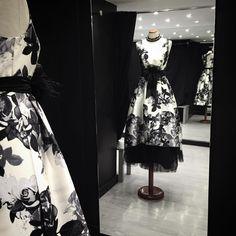 Una #boda, una #fiestadegala, una cena en casa un sábado... No necesito ni excusa, quiero llevar este #vestido! Ya en #eugeniasantiago !! #vestidofiesta #vestidobarcelona #vestidoblancoinegro