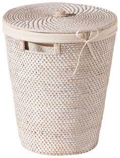"""Der wunderschöne Wäschekorb """"Ambiente II"""" von LANDSCAPE bietet jede Menge Platz für Ihre Wäsche. Das geweißte Rattan verleiht dem Korb eine tolle Optik. Der Korb besitzt Tragegriffe und einen Deckel. Innen ist der Wäschebehälter mit braunem Baumwollstoff ausgeschlagen. Verschönern Sie Ihr Bad oder Ihr Schlafzimmer mit diesem zauberhaften Wäschekorb!"""