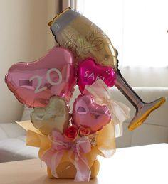 「 チアリーダーのバルーンドールちゃん♪ 」の画像|二コフィーバルーンパーク ~お客様からお任せオーダーでバルーンギフトを作りました♪~|Ameba (アメーバ) Valentines Balloons, Confetti Balloons, Birthday Balloons, Balloon Flowers, Balloon Bouquet, Balloon Centerpieces, Shower Centerpieces, Flower Box Gift, Birthday Party Decorations Diy