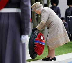 Queen Elizabeth II lays a wreath during the Opening of the Flanders' Fields Memorial Garden at Wellington Barracks on November 2014 in London, England. Hm The Queen, Her Majesty The Queen, Save The Queen, Remembrance Day Poppy, Defender Of The Faith, Royal Uk, Flanders Field, Church Of England, British Monarchy