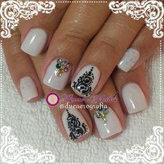 Diseño de salón 💅 👑 😍 😄 Acrílicos Atacantes R & G Nails Systems #RyGNails Productos de Alta calidad adquierelos con tu Distribuidor más cercano #kimerasnails #nails #uñas #acrylicnails #nude #sculturenails #prettynails #naturalnails #glitter #acrilicodecolor #naildesign #silk #AcrilicosAtacantes #ManoAlzada #3d #3dnails