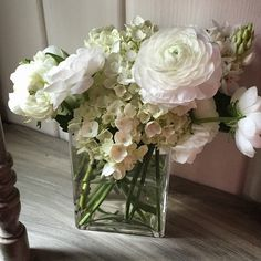 Beautiful. A study in white Ranunculus, Star of Bethlehem & Hydrangea.
