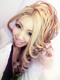 •○~ Gyaru fashion, ギャル♥ hairstyle - makeup - false eyelashes - circle lenses - curls - cardigan - hoodie - cute - kawaii - Japanese street fashion✮ ~•○