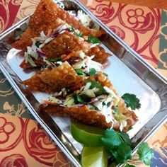 Copy Cat recipe of Applebees Wonton Tacos. You can substitute the chicken for pork to have Applebees Pork Wontons - Rebel Without Applause Wonton Recipes, Copycat Recipes, Chicken Recipes, Chicken Wonton Tacos Applebees Recipe, Wonton Appetizers, Italian Appetizers, Dog Recipes, Keto Chicken, Asian Recipes