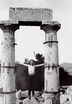 Nikos Kazantzakis in the temple of Aphaia at Aegina, fall 1927 Book Writer, Book Authors, Books, Greek Culture, The Orator, Famous Photographers, Eternal Love, Photo Archive, Old Pictures