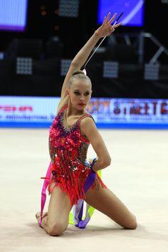 Fotos der Vierfach-Europameisterin in der #RSG Jana Kudrjawzewa von Barny Thierolf / russland.RU http://www.russland.ru/sportgymnastik-jana-kudrjawzewa-die-multi-europameisterin-mit-fotos/