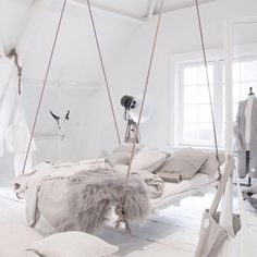 #swingingbed #interiors #bedroom #bedroomideas #whitebedroom