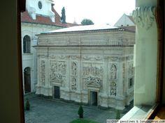 La Santa Casa de El Loreto en Praga Una de las copias que se hicieron de la casa donde vivía la virgen Maria