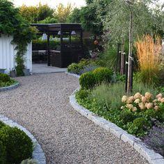 41 Best Garden Design Ideas for Perfect Relaxation & HomEnthusiastic Back Gardens, Outdoor Gardens, Yard Design, Garden Paths, Garden Furniture, Backyard Landscaping, Garden Cottage, Garden Inspiration, Landscape Design